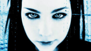 """Pochette de l'album """"Fallen"""" d'Evanescence. L'idéal pour les nostalgiques de la période emo-dark des années 2000."""