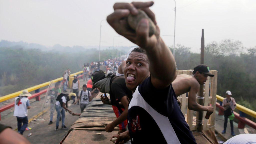 El 23 de febrero, día que Juan Guaidó y el Grupo de Lima designaron para intentar ingresar la ayuda internacional a Venezuela por la frontera con Colombia, se presentaron choques violentos entre opositores y la Guardia Nacional Bolivariana.
