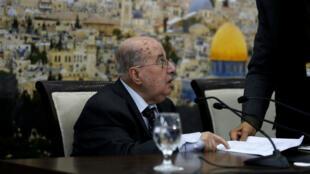 Un haut responsable palestinien, Salim Zaanoun, lit le communiqué du Conseil central palestinien à Ramallah, le 16 janvier 2018.