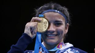 La boxeadora argentina Leonela Sánchez celebra el oro en la final de peso gallo femenino en la Villa Deportiva Regional del Callao, Perú, el 1 de agosto de 2019.