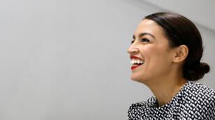 Alexandria Ocasio-Cortez reacciona durante una entrevista luego de un evento de campaña en el distrito de Queens de la ciudad de Nueva York, Nueva York, EE. UU., 3 de noviembre de 2018.