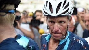 Lance Armstrong photographié le 16 août 2015 lors d'une course cycliste près de Rodez pour une association caricative.