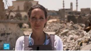 الممثلة الأمريكية أنجلينا جولي في الموصل، 16 حزيران/يونيو 2018.