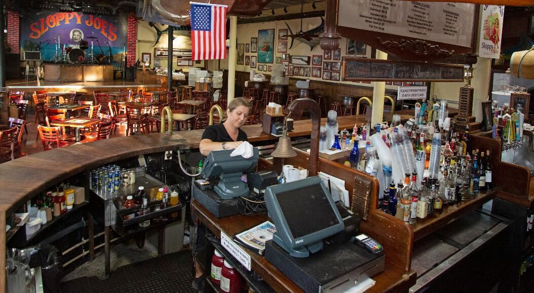Archivo- Imagen de un bar de Cayos de la Florida, Estados Unidos, el 17 de marzo de 2020.