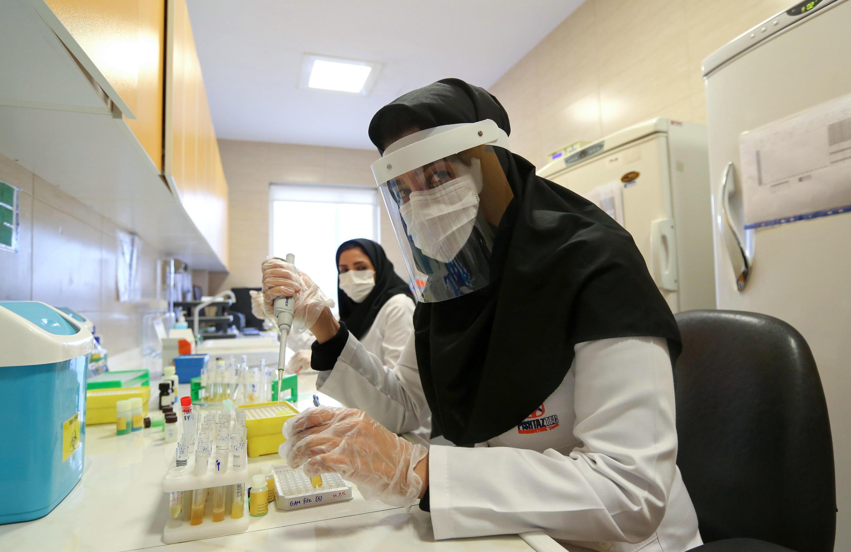 وزارة الصحة الإيرانية تجري اختبارات محدودة لفيروس كورونا، لذلك قد تكون أعداد الإصابات والوفيات أقل من تلك الواقعية.