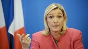 """زعيمة حزب """"الجبهة الوطنية"""" اليميني المتطرف في فرنسا مارين لوبان"""