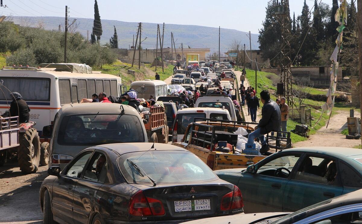 Les civils syriens fuient Afrin le 12 mars 2018, au milieu de batailles entre les forces turques et les combattants kurdes.