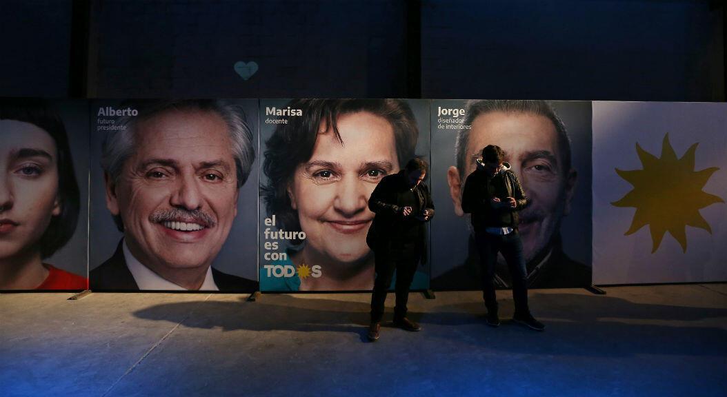 Valla en el Centro Cultural de Buenos Aires, durante la jornada de elecciones primarias de Argentina, el 11 de agosto de 2019.