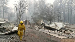 """L'incendie baptisé """"Camp Fire"""" a ravagé la ville de Paradise en Californie, où se sont rendus les envoyés spéciaux de France 24."""