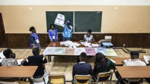 Un bureau de vote à Luanda le 23 août 2017.