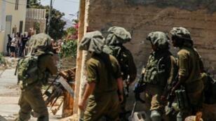 جنود إسرائيليون خلال مواجهات مع فلسطينيين في كفر قدوم قرب مستوطنة قدوميم شمال الضفة الغربية. 9 آب/أغسطس 2019.