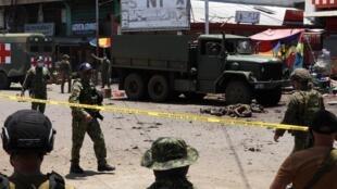 قوات الأمن الفلبينية تطوق موقع الهجوم. جولو في 24 أغسطس/آب 2020.