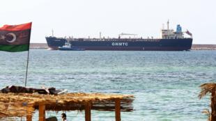 أقامت حكومة الشرق مؤسسة للنفط موازية للمؤسسة الوطنية في طرابلس