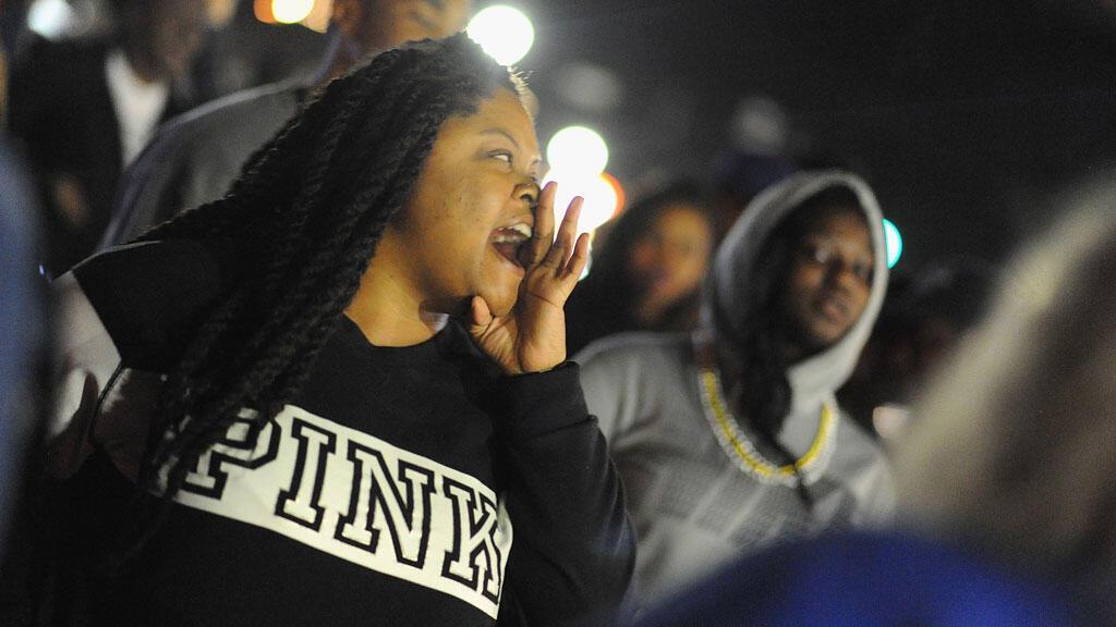 Manifestations devant le siège de la police à Ferguson, le 11 mars 2015
