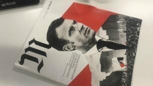 La couverture en noir et rouge montre une superposition de photographies d'Emmanuel Macron et de Gilets jaunes.