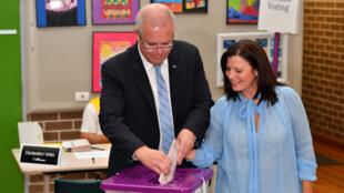 Le Premier ministre australien Scott Morrison et sa femme Jenny ont voté à Sydney.