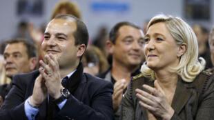 David Rachline et Marine Le Pen, le 18 mars 2014, en campagne à Fréjus.