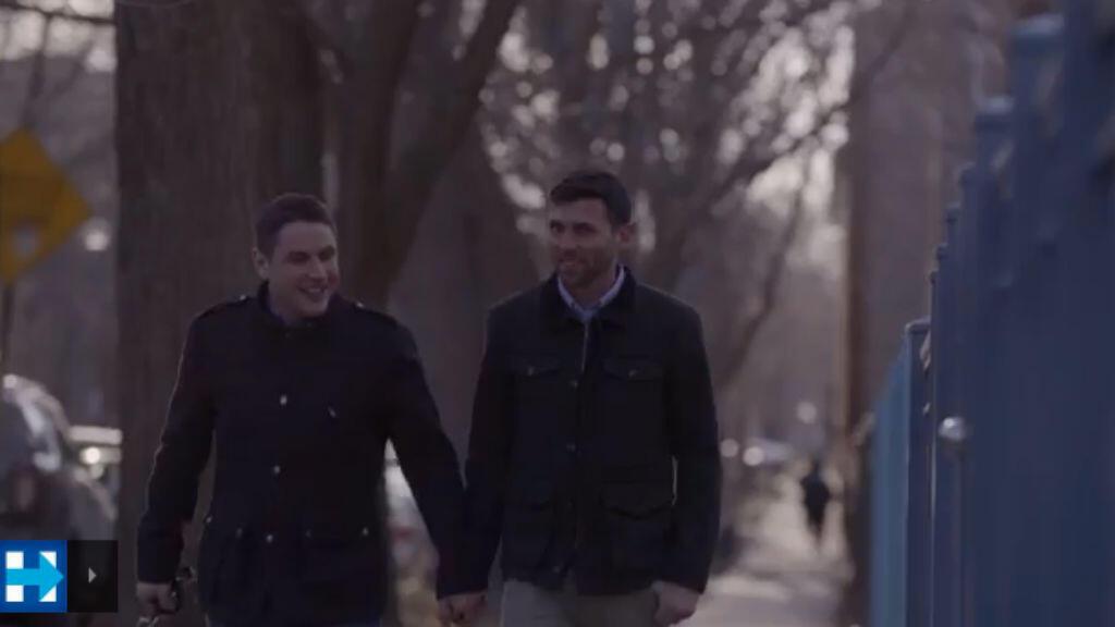 La présence de couples homosexuels dans le clip de campagne d'Hillary Clinton dérange la chaîne de télévision Dozhd en Russie.