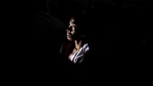 Une femme ayant fui les violences dans le Kasaï dans un camp de déplacés dans la province du Kwilu.