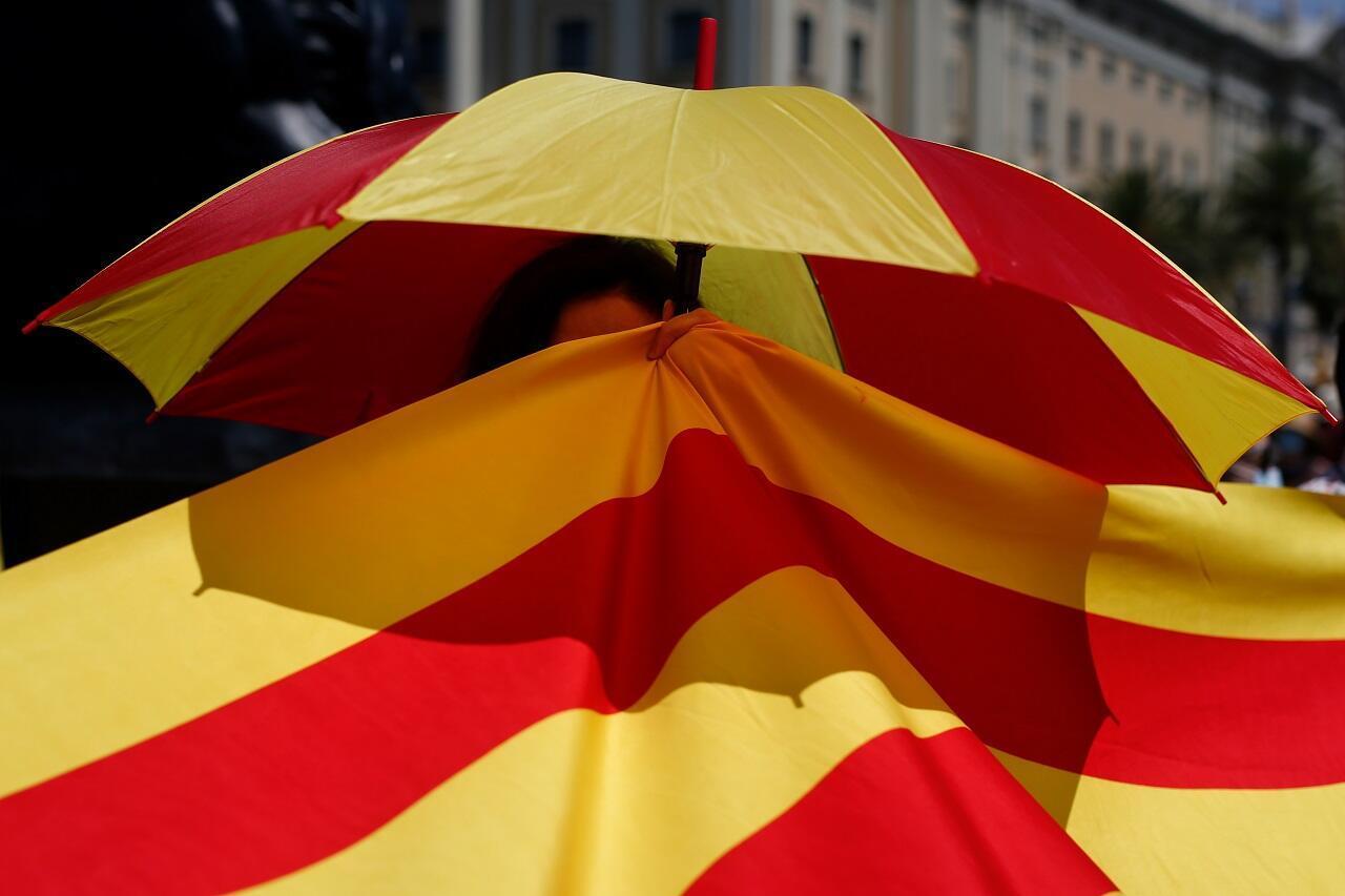 La Catalogne a annoncé samedi le reconfinement de quelque 200 000 personnes après la détection de nouveaux foyers de contamination au nouveau coronavirus.