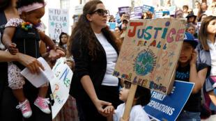 Protestas contra la orden ejecutiva de Trump de separar a las familias que cruzan la frontera sur de Estados Unidos. Los Ángeles, California. 7 de junio de 2018.