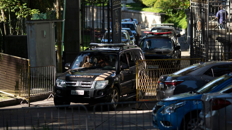 La policía federal abandona el Palacio Laranjeiras, la residencia oficial del gobernador de Río de Janeiro Wilson Witzel, en Río de Janeiro, Brasil, el martes 26 de mayo de 2020.