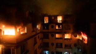 La estructura residencial en la que se registró un voraz incendio en París, Francia, el 5 de febrero de 2019.