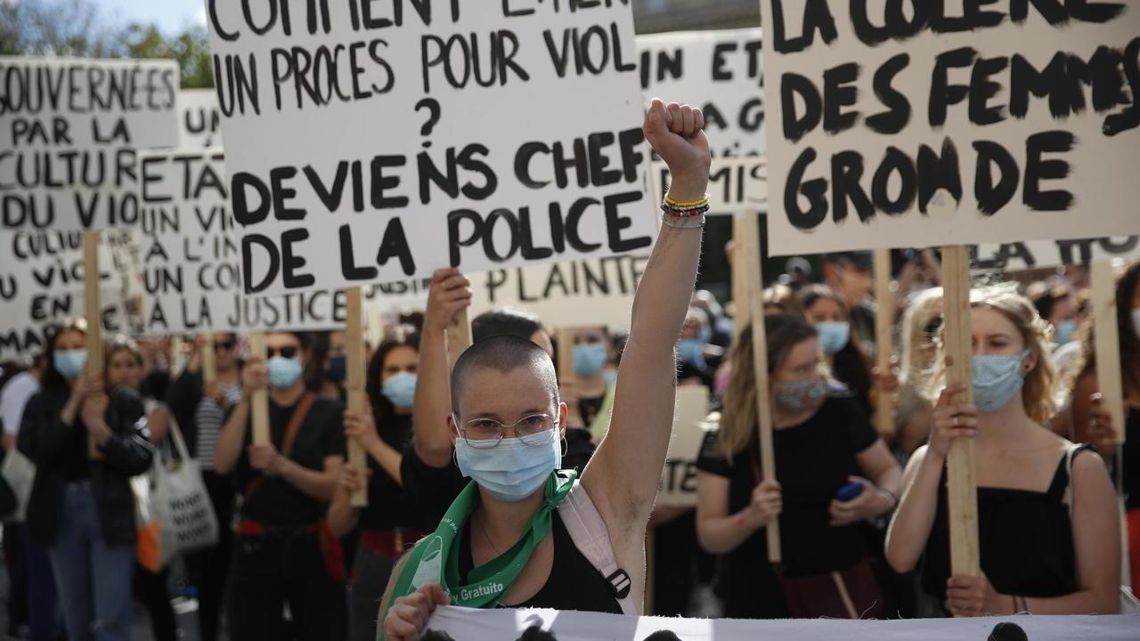 متظاهرون ينددون بوزير الداخلية الجديد في باريس، 10 يوليو/تموز 2020.
