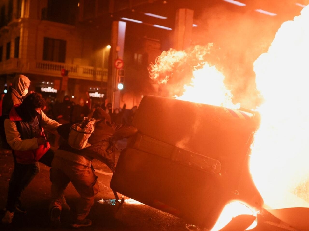 La Detención Del Rapero Pablo Hasél Provoca Violentos Disturbios En España