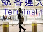 HongKong: retour à un calme précaire à l'aéroport, craintes d'une intervention de Pékin