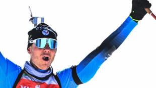 Le Français Emilien Jacquelin, vainqueur de la poursuite aux Championnats du monde de biathlon, le 14 février 2021 à Pokljuka (Slovénie).