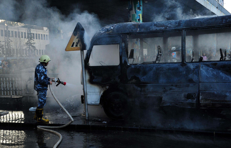 صورة وزعتها وكالة الأنباء السورية (سانا) لحافلة للجيش بعد تعرضها لتفجير في العاصمة دمشق في 20 تشرين الأول/أكتوبر 2021