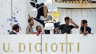 مهاجرون على السفينة ديتشوتي.