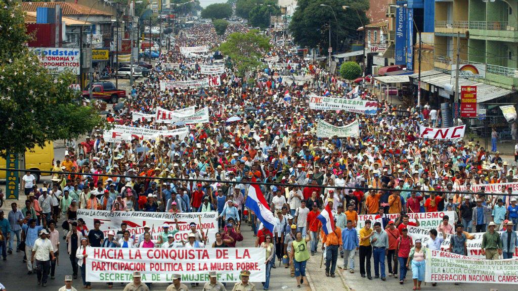 Imagen de archivo: campesinos se tomaron las principales calles de Asunción, exigiendo al gobierno el cumplimiento de la promesa de entregarles tierras para cultivar y la condonación de deudas con el estado. 15 de marzo de 2006