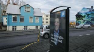 Une affiche de campagne du Parti de l'indépendance, à Reykjavik, le 24 octobre 2017.