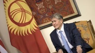 رئيس قرغيزستان السابق ألمازبيك أتامباييف في بشكيك، 31 أكتوبر/تشرين الأول 2015.