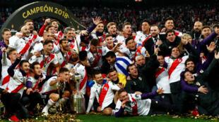 Los jugadores de River Plate celebran tras la obtención de la Copa Libertadores en el estadio Santiago Bernabéu de Madrid, el 9 de diciembre de 2018.