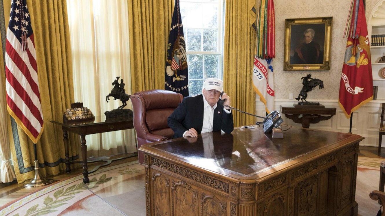 """""""Photo du président Donald Trump travaillant à la Maison Blanche pendant le shutdown démocrate"""", écrit le service de presse de la Maison Blanche, le 21 janvier 2018."""