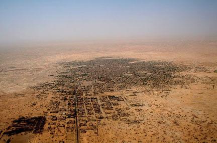 Vue aérienne de la ville de Tombouctou. (Photo via RFI : Alida Jay Boye. Timbuktu Manuscripts Project. Université d'Oslo)