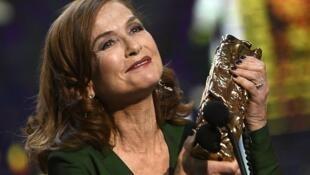 الممثلة الفرنسية إيزابيل أوبير فازت بسيزار أفضل ممثلة في 24 شباط/فبراير 2017