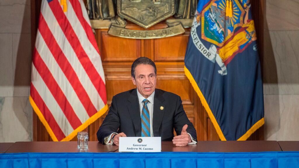 Fotografía cedida por la Gobernación de Nueva York donde aparece su gobernador, Andrew Cuomo, mientras habla durante su rueda de prensa diaria. 16 de abril de 2020.