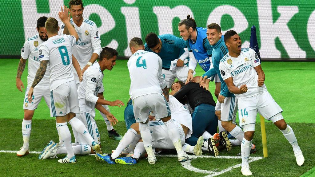 فرحة لاعبي ريال مدريد بفوزهم الثالث على التوالي. 2018/05.26