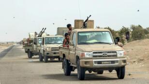 Des troupes yéménites pro-gouvernementales soutenues par l'Arabie saoudite se déploient sur Hodeïda, le 21 juin 2018.