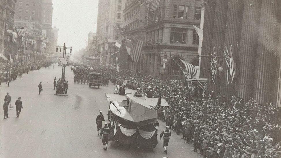 Une grande parade organisée à Philadelphie le 28 septembre 1918 a fortement contribué à l'épidémie de grippe espagnole aux États-Unis.