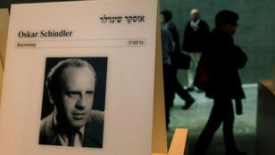 Portrait d'Oskar Schindler dans les couloirs du mémorial de Yad Vashem, à Jérusalem.