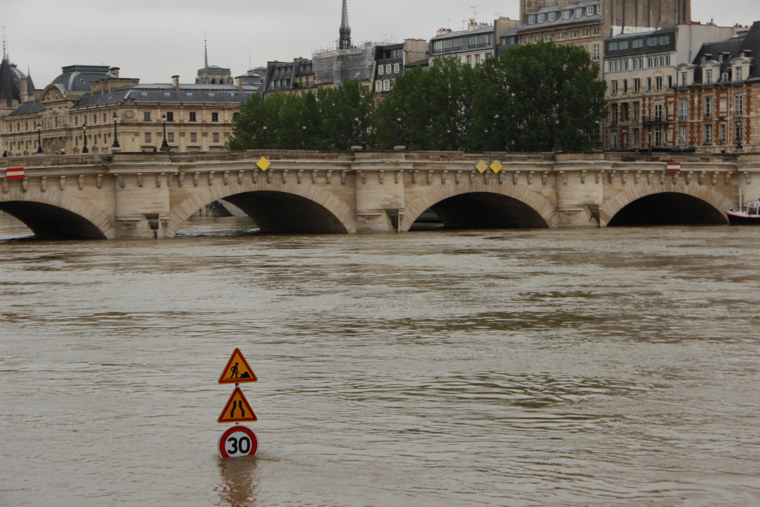 The River Seine, which cuts across the French capital, surpassed the critical 6m above-base-level mark on Friday afternoon, and was still rising.