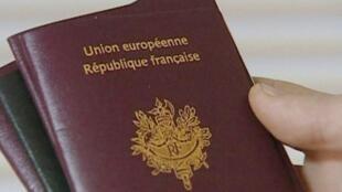 L'année dernière 1 363 ressortissants britanniques ont déposé un dossier de naturalisation.