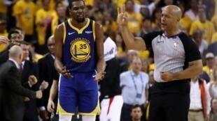 Le basketteur de Golden Stade Kevin Durant lors du match perdu contre les Los Angeles Clippers, le 24 avril 2019 à Oakland en Californie. Photo Getty Images.