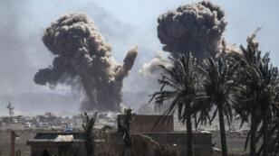 De la fumée s'élève au-dessus de Baghouz, dans la province de Deir Ezzor, le 9mars2019.