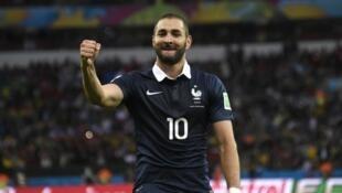 كريم بنزيمة بقميص المنتخب الفرنسي خلال مونديال 2014.